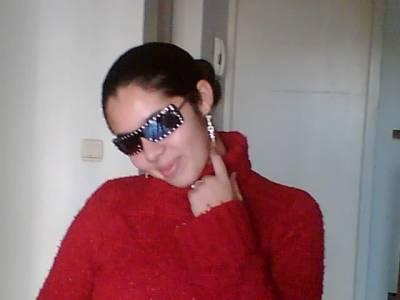 la c est ma cousine sarah ke j adoreeeeeee elle est trop mimi fhad la ...